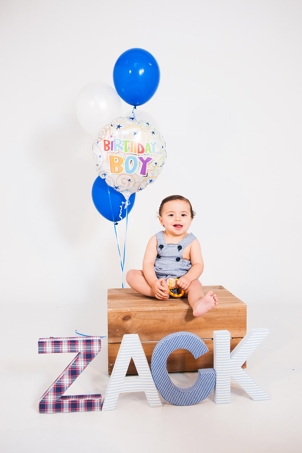 Cake Smash photography session in Berkshire